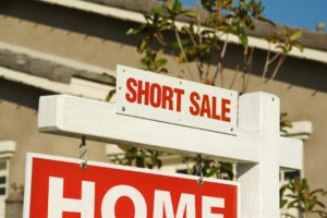 Advantages and Disadvantages to Buying a Short Sale